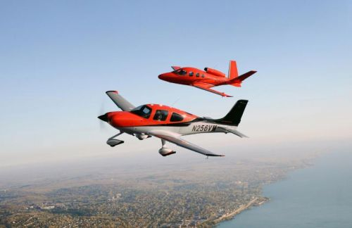 Cirrus-SR22-and-jet