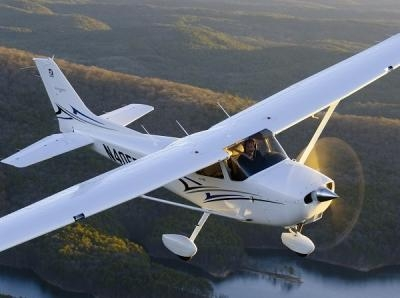 Cessna-172-Stock-Photo-0913a