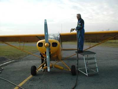 man-fueling-pipercub-0504-1a